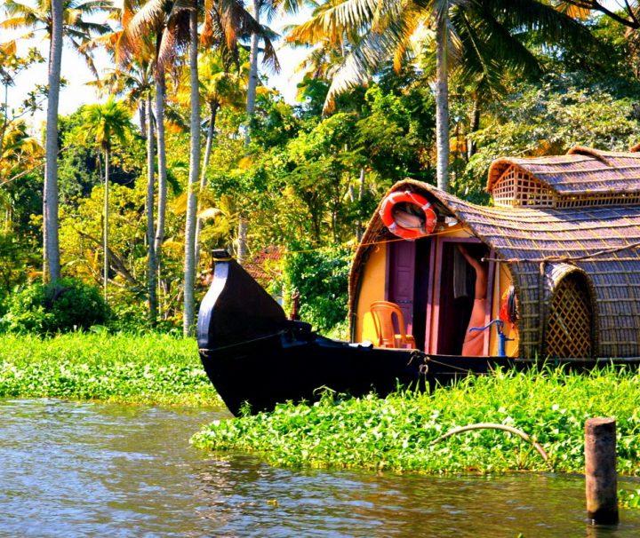 Indische Hausboote, so genannte Kettuvallams, sind umgebaute Boote, die früher zum Transport von Reis genutzt wurden.