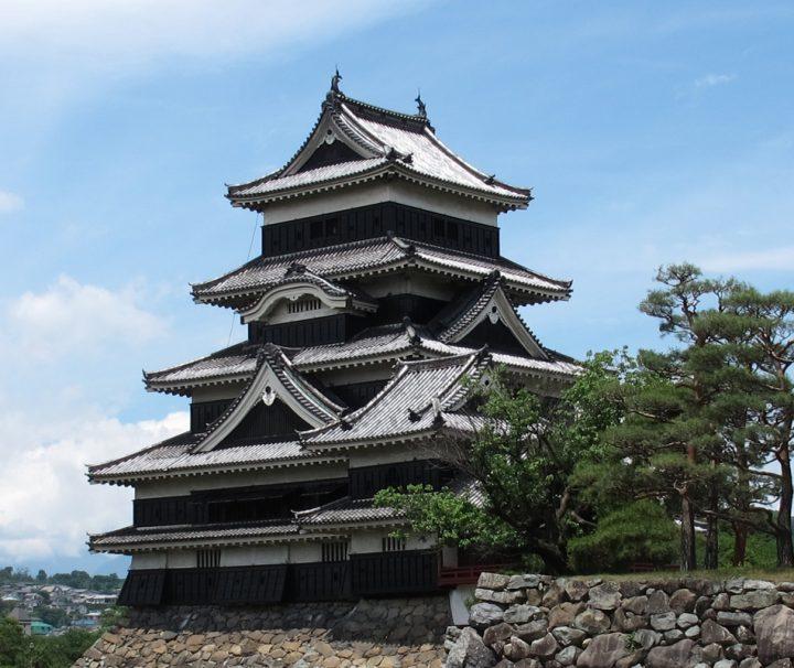 Die Burg von Matsumoto, auch berühmt als Krähenburg, ist eine der schönsten Burganlagen in Japan