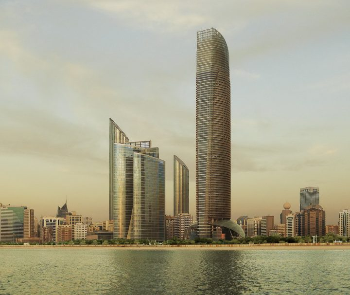 Ausblick auf den Strand und die Sykline von Abu Dhabi, der Hauptstadt des gleichnamigen Emirates