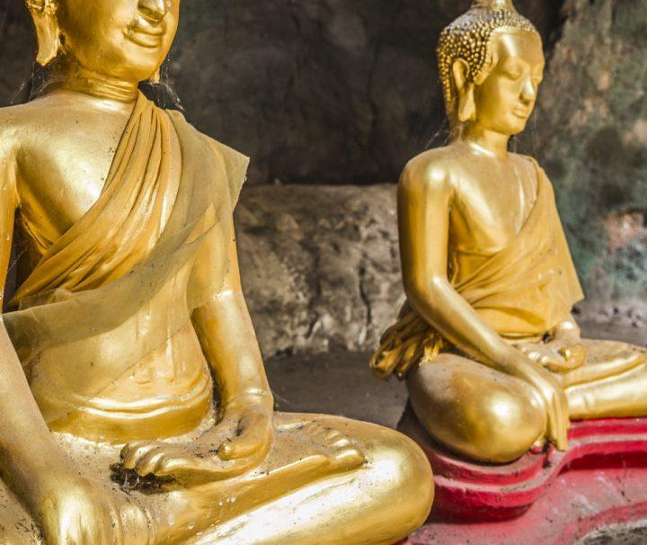 In den Pak Ou Höhlen befinden sich unzählige Buddha-Statuen, die dort über Jahre hinweg von Gläubigen dorthin gebracht wurden.