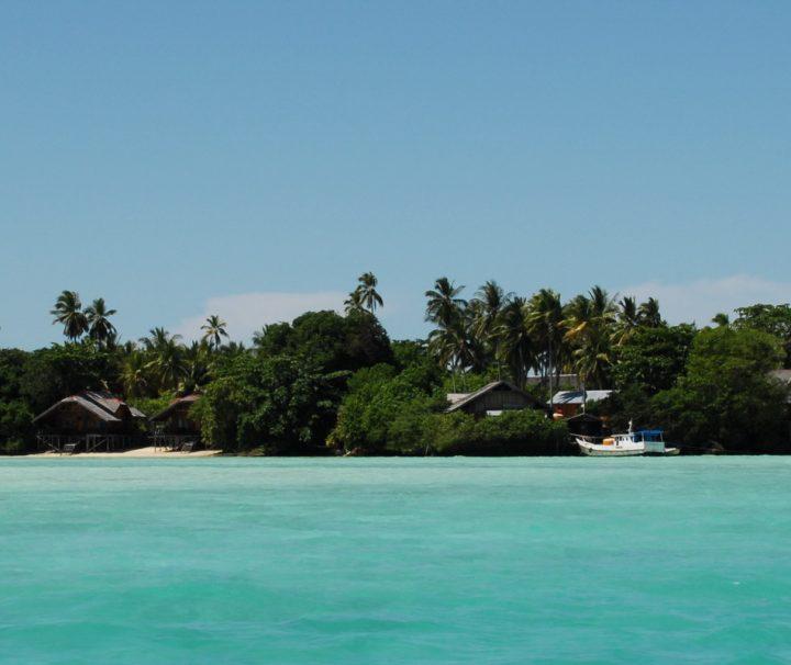 Das Nabucco Island Resort befindet sich auf einer etwa zwei Hektar großen Insel im Maratua-Atoll.
