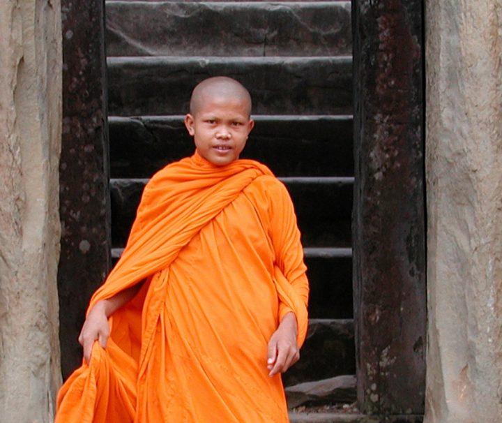 Neben zahlreichen Reisenden besuchen buddhistische Mönche noch immer täglich Angkor Wat.