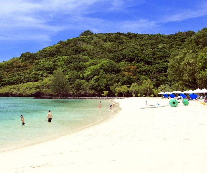 Das Palau Pacific Resort liegt direkt an einem 300 m langen, privaten Sandstrand.