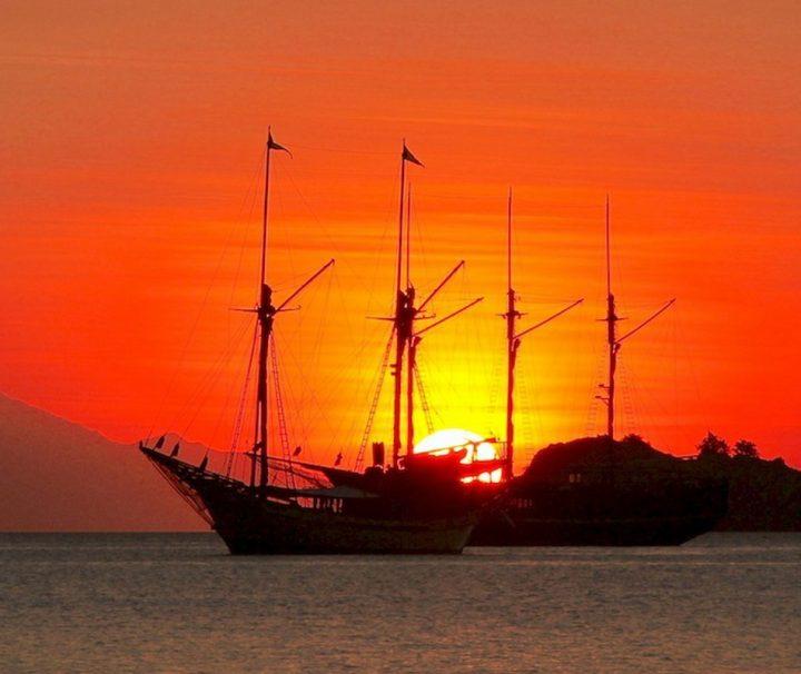 Herrliche Sonnenuntergänge können Sie auf der kleinen Sundainsel Komodo erleben.
