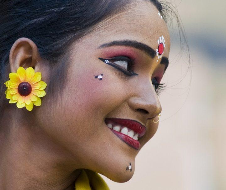 Eine traditionell gekleidete Tänzerin im nordindischen Bundesstaat Madhya Pradesh.