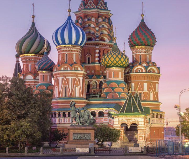 Die Kathedrale, ein Wahrzeichen Moskaus, befindet sich auf dem Roten Platz.