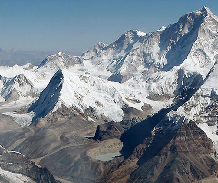 Nepal beheimatet die höchsten Berge der Welt und zieht mit seinen atemberaubenden Ansichten zahlreiche Besucher an.