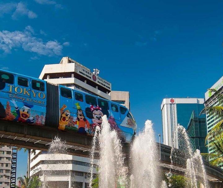 Die Kuala Lumpur Monorail (besser bekannt als KL Monorail) bedient auf einer 8,6 km langen, zweispurigen Strecke elf Haltestellen in der Innenstadt von Kuala Lumpur.