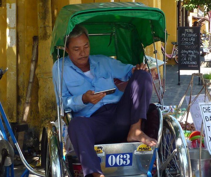 Wie in vielen asiatischen Ländern sind Rikschas auch in Vietnam ein verbreitetes und bei Reisenden beliebtes Transportmittel.