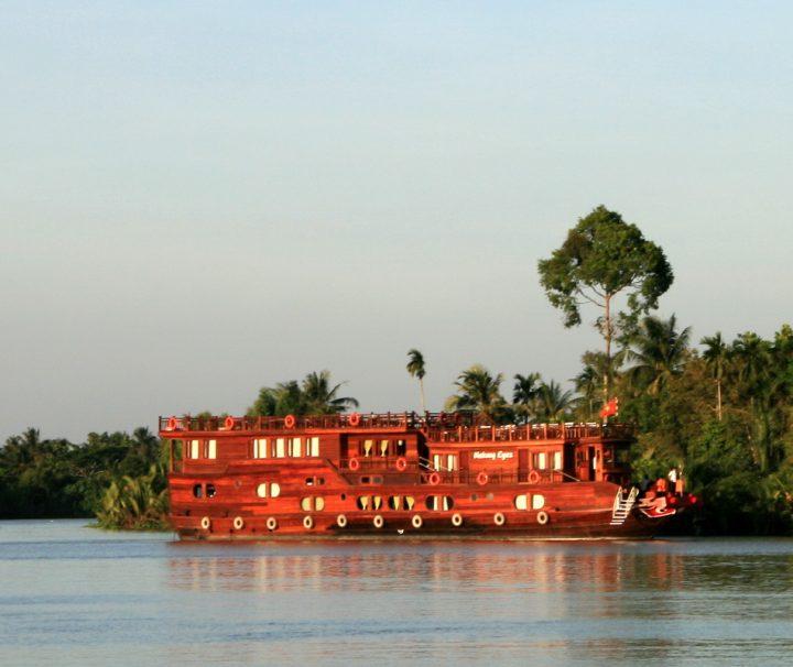 Die Mekong Eyes ist ein Urlaubsschiff mit 14 gemütlichen Kabinen und einem stilvollen Restaurant mit Bar.