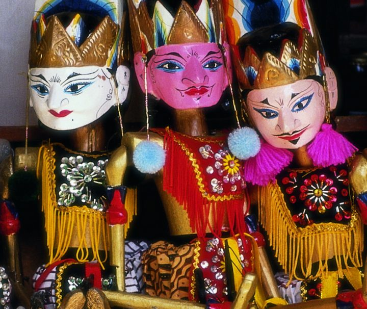 Die indonesischen Wayang Golek Puppen werden traditionelle genutzt, um Themen aus den Hindu-Epen Mahabharata und Ramayana aufzuführen.