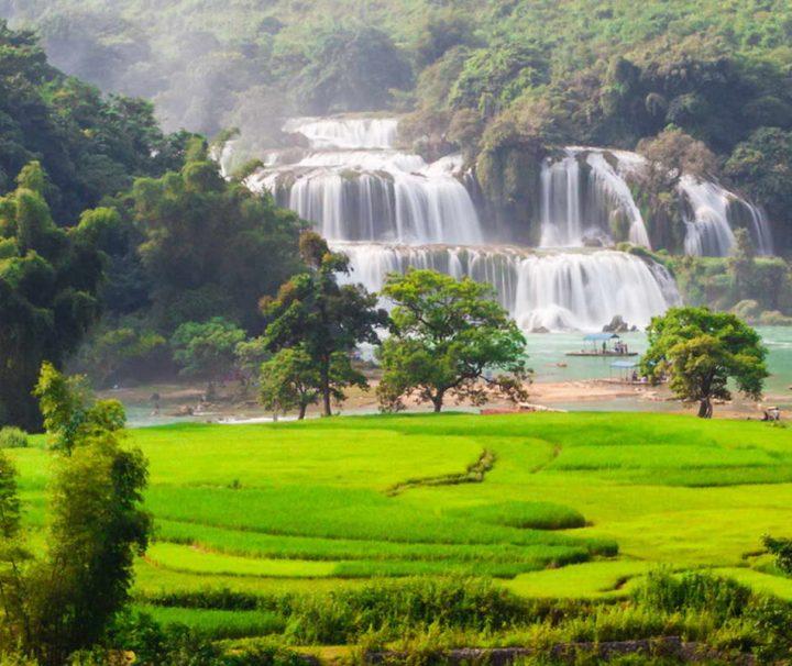Der rund 300 m breite Ban Gioc Wasserfall liegt genau auf der Grenze zwischen Vietnam und China.