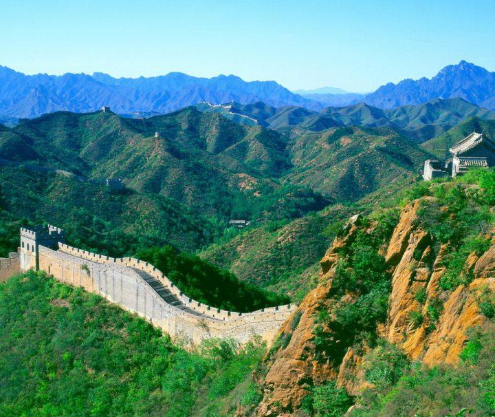 Die Chinesische Mauer, auch große Mauer genannt, Wahrzeichen von China und die bekannteste Sehenswürdigkeit in der Nähe von Peking bei Badaling