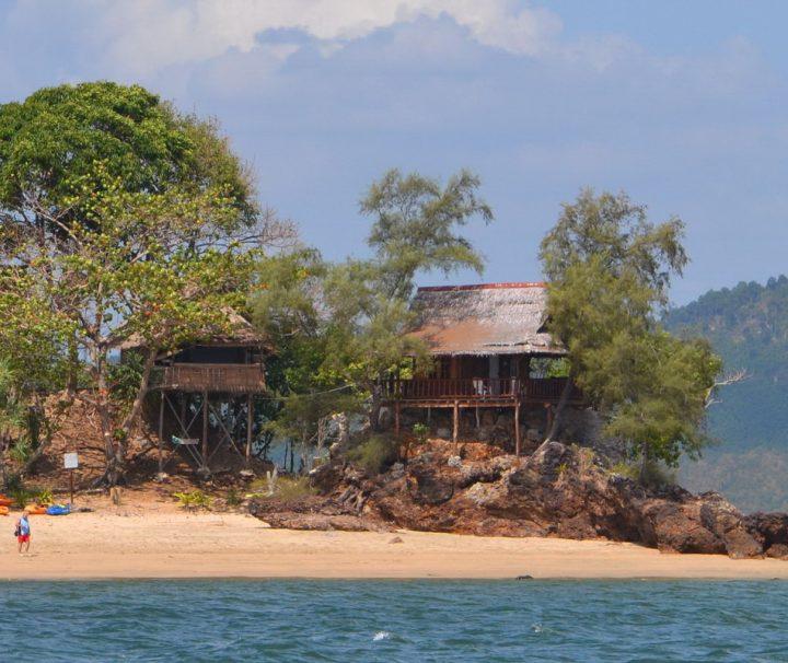 Auf der Insel Koh Jum hat die Natur noch größtenteils das Sagen und nur wenige Hotels und Resorts stören die Ruhe an diesem Ort.