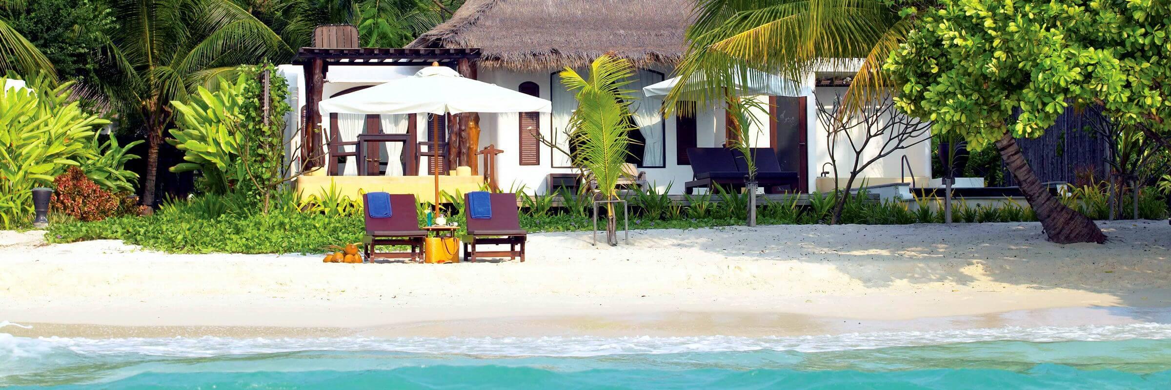 Die Ansicht vom Meer aus auf dei luxuriösen Beach Front Villen des Paradee Resort & Spa auf Koh Samet