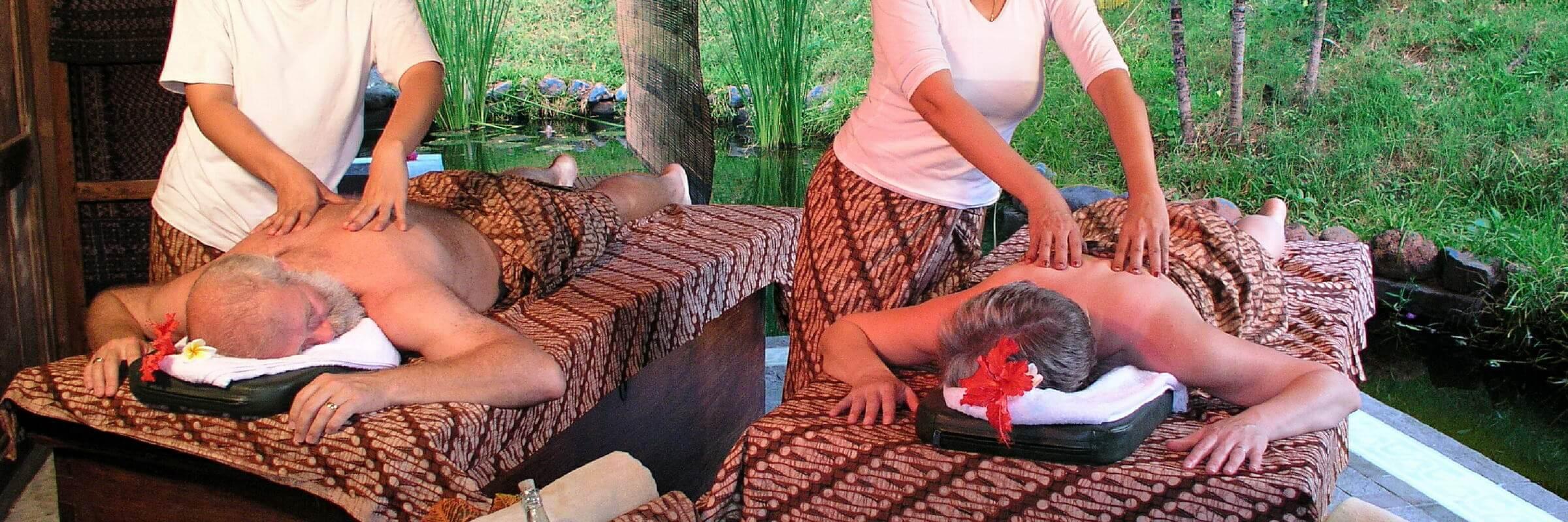 Im Spa-Bereich des Pondok Sari Beach & Spa Resort können Gäste sich mit traditionellen Massagen und anderen Wellnessanwendungen verwöhnen lassen.