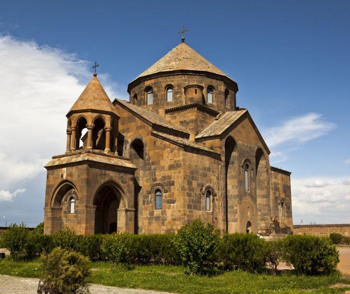 Die Sankt-Hripsime-Kirche in Armenien